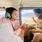 हेलीकॉप्टर से आपदाग्रस्त  क्षेत्रों का जायजा लेते हुए मुख्यमंत्री पुष्कर सिंह धामी व डीजीपी अशोक कुमार